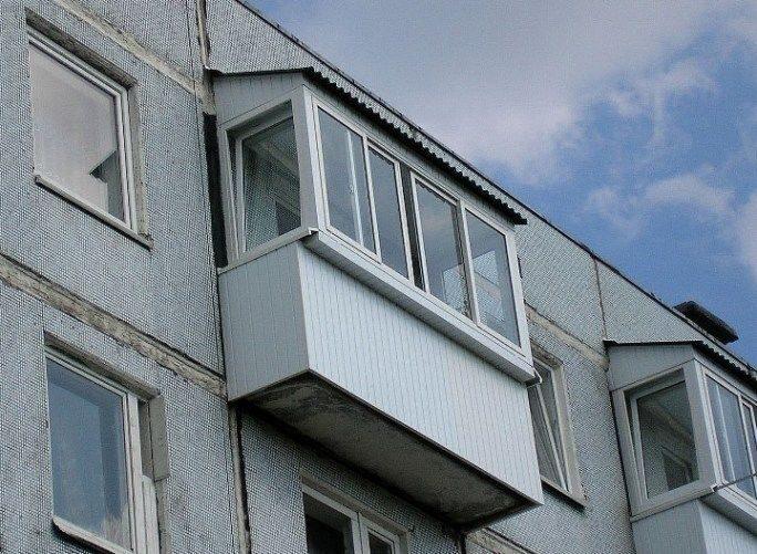 Крыши над балконами.
